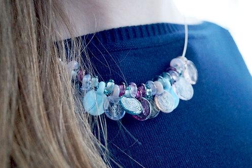 Collier mit Blättchen blau und rosa