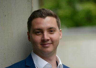 Dominik Plätschke, Bestatter, Thanatopraktiker, Bestattungsfachkraft, Bestattungsinstitut in Düsseldorf, Golzheim