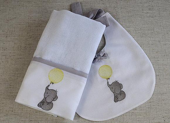 Kit - Pano de Boca e Babador com Bordado de Elefantinho e Balão Amarelo
