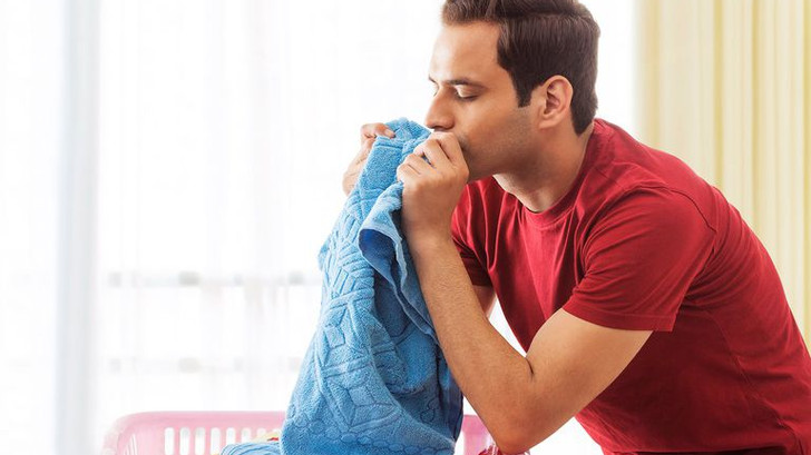 Human superpowers mostly limited to sniffing clothes