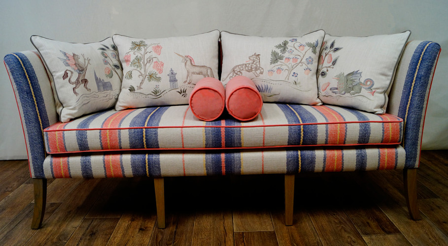 Toby Day Bed w/bolsters