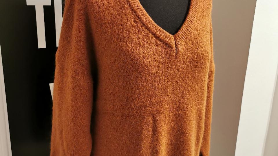 V pull oversized (recht model) roest bruin