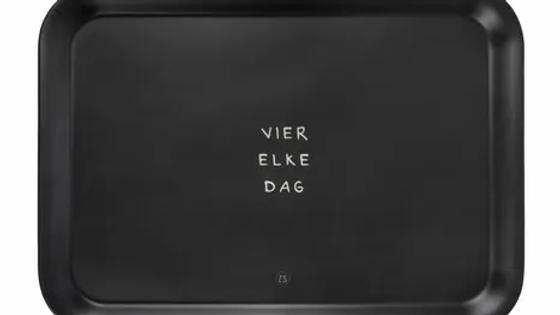 "Dienblad zwart ""vier elke dag"" 43x32cm"