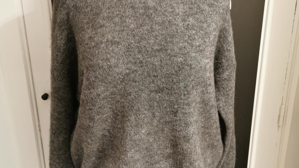 Korte pull met ronde kraag grijs