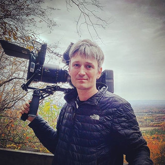 I like hiking. I like operating a camera