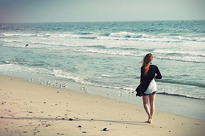 beach-woman-1149088_1280.webp