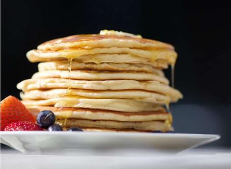 Luftige proteinpandekager med vanille og banan