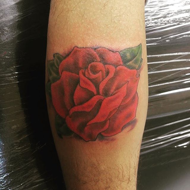 A small little rose for the road #tattoo #traditionaltattoo #roses #rose #oldschool #ink #tattoo #no