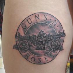Who doesn't like a little GnR_!🤘🏻🤘🏻🤘🏻 #gunsandroses #gnr #roses #guns #rock #heavymetal #class