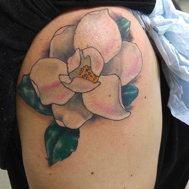 Fun walk in #magnolia #magnoliatattoo #flowers  #tattoo #notwtattoo #notofthisworld #stonemountain #