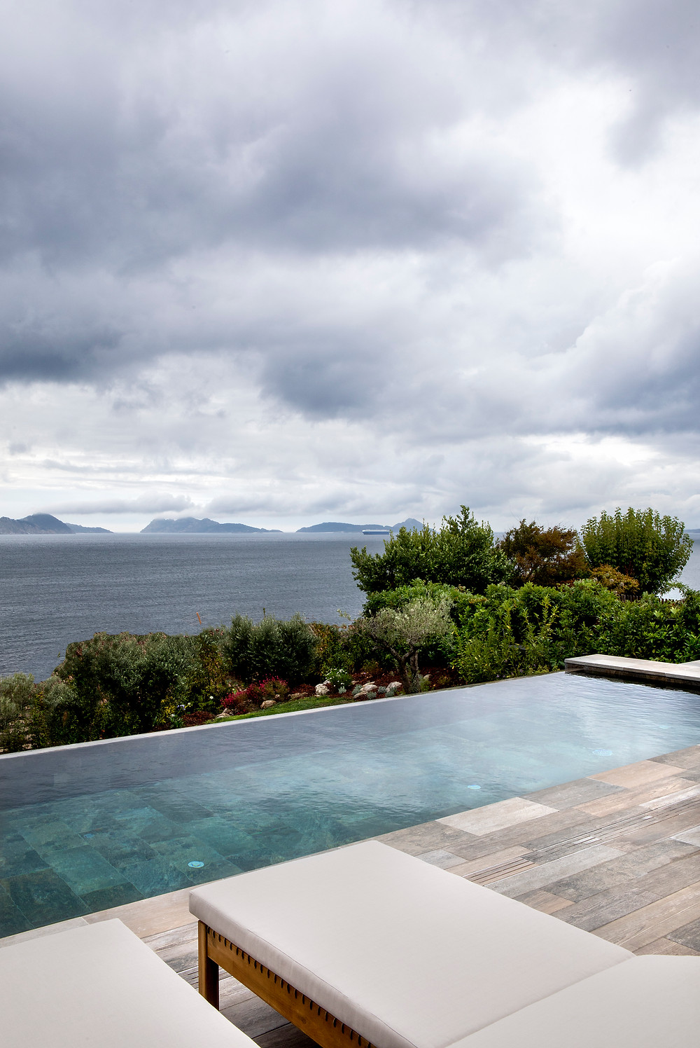 infinity pool freehand arquitectura