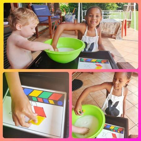 Maizena / Corn Flour Messy Play