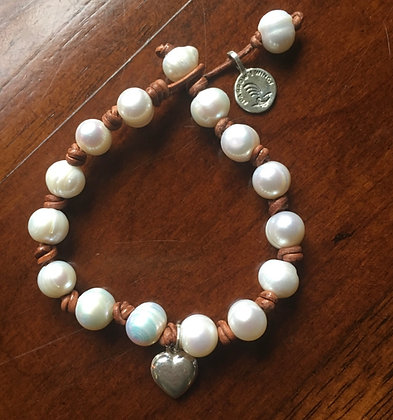 Medium Pearl Lei Heart Bracelet