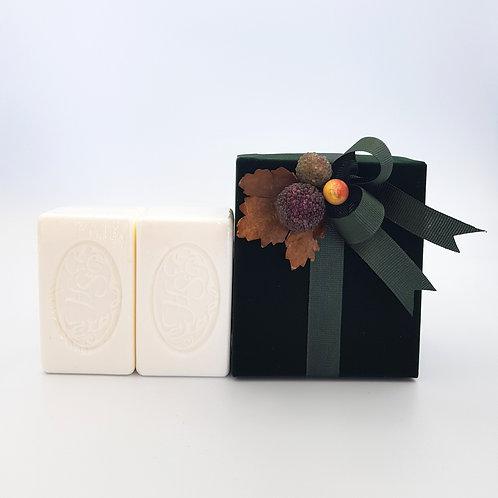 2x soaps in Decorated velvet Box