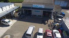 愛媛県にあるWest Hill(ウエストヒル)です。  板金塗装をはじめ、様々な車の修理、カスタムを行っております。   アットホームな工場で知識のない初めての方にも熟練された技術を伝えることやサービス提供に心がけております。     小さな町工場から、新たな発信を目指します!