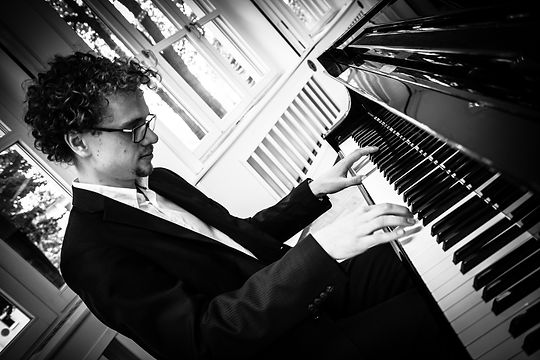Pianist Robert Wagner