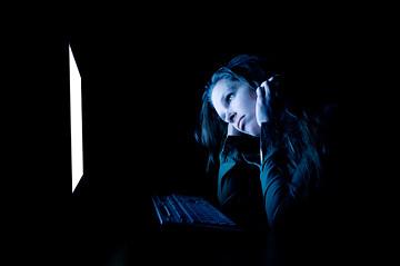 woman-computer-dark-sad-5.jpg