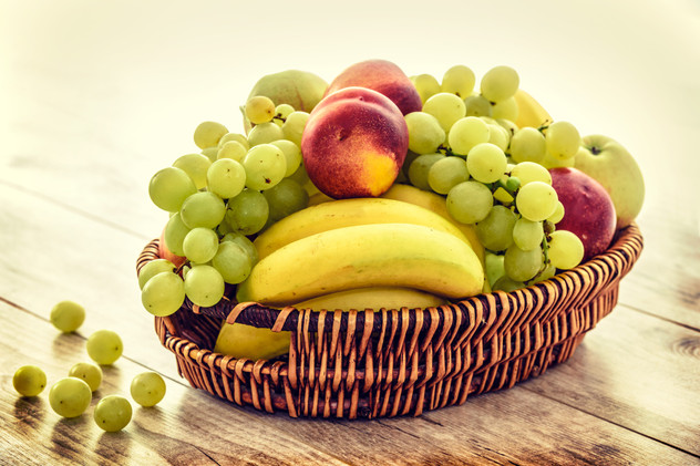apples-bananas-bunch-235294.jpg
