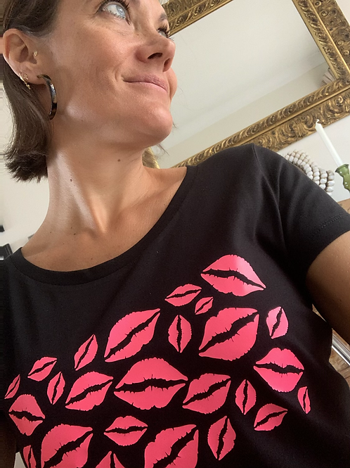 Lips Tee / Neon Pink
