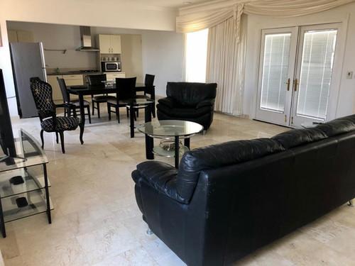 Bella Vista Private Suit - Kitchen & Living