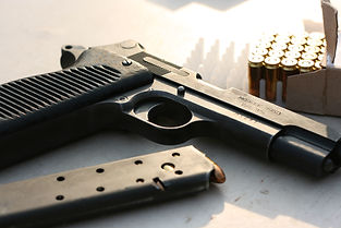gun-4222466.jpg