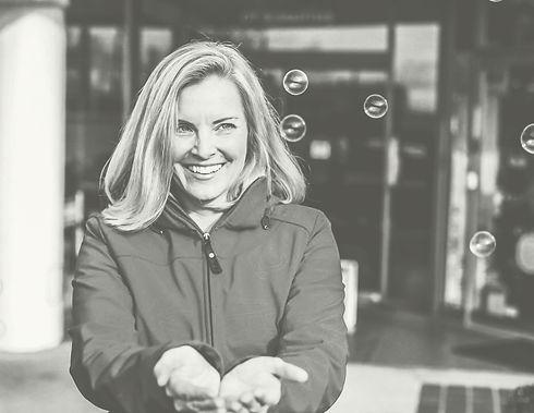 Jennifer Deane isrtif an executive leadership coach and founder of Jennifer Deane Coaching