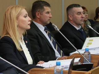 Очет врио губернатора Андрей Тарасенко перед депутатами и не простые вопросы.