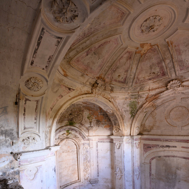Splendeur de cette chapelle du XVIII ème siècle au coeur de la Villa abandonnée. Bari. 2020.