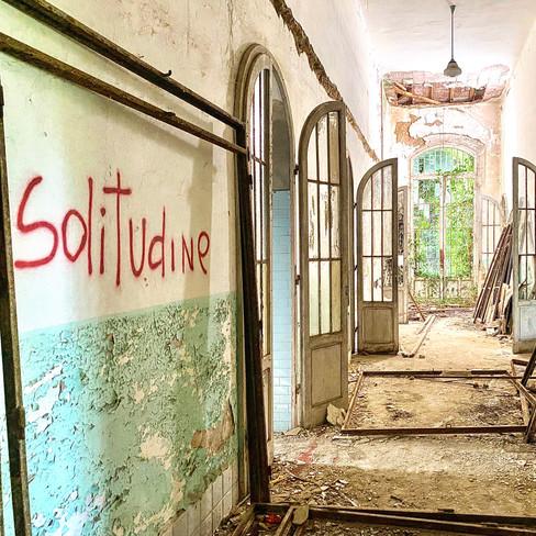 Solitude au coeur de l'Asile Psychiatrique le plus grand d'Italie. Juillet 2020.