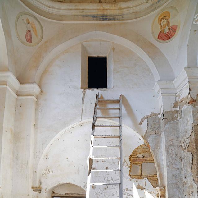 Fresques religieuses au coeur de l'église de la ville Fantôme. Italie 2020.