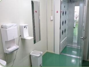 入室前の手洗浄,エアシャワー殺菌.jpg