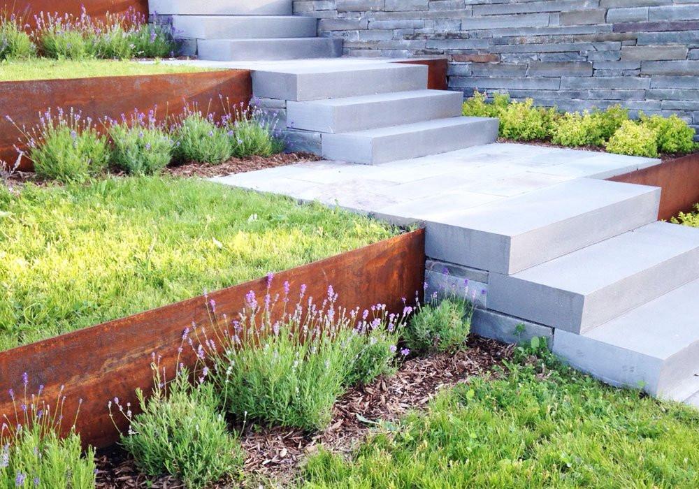 Un aménagement paysager facile d'entretien avec l'acier Corten