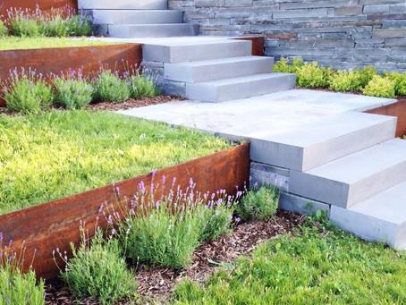 3 exemples pour réaliser un aménagement paysager qui demande peu d'entretien.