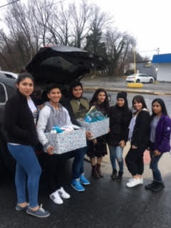 Dover High ELs (who are also ASPIRA members) out in the community