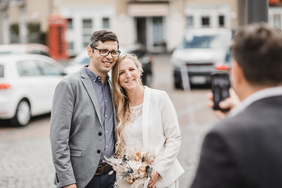 Brautpaar wird fotografiert.jpg