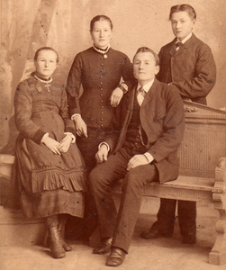 Alois with siblings 1880's