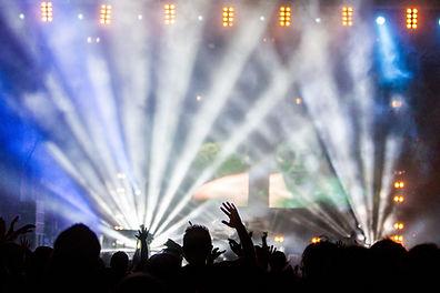 Las luces intermitentes durante el conci