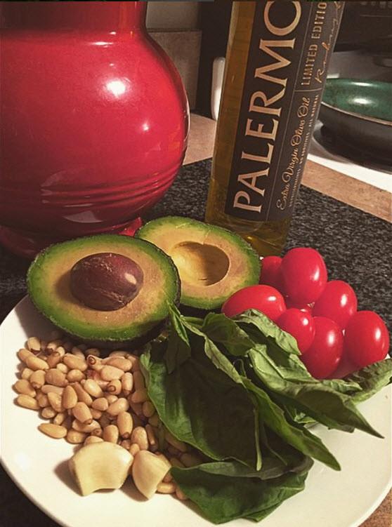 Avocado Pesto Sauce Ingredients Mediterranean Italian