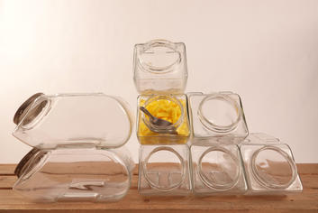 Glazen stapelbare potten