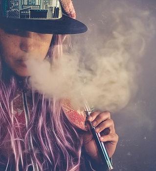 girl-smoking-a-ego-vape-pen-mod.jpg