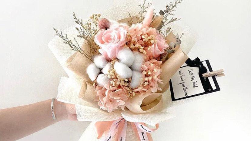 淺粉玫瑰米白麻布花束