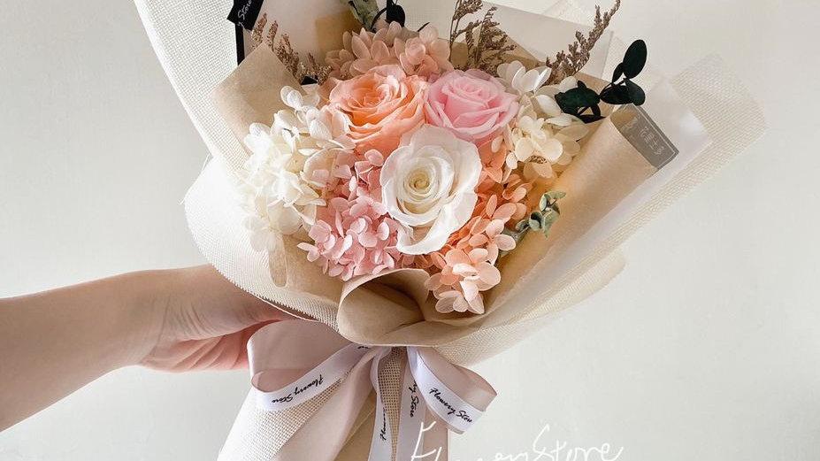 粉色三重奏米白麻布花束