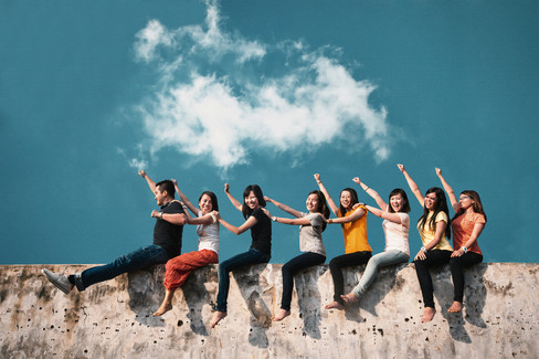Malaysia Kuala Lumpur Melaka Johor Photography Top Best  Photographer Multimedia University MMU Pre Graduation Group Photo Creative Fun Crazy Craziness Happiness Portrait Drama Dramatic Train Minimal Minimalist Jens Kv