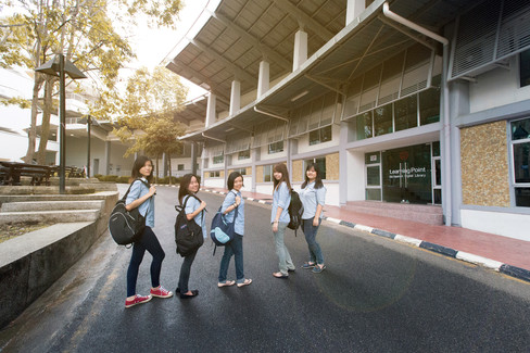 Malaysia Kuala Lumpur Melaka Johor Photography Top Best  Photographer Multimedia University MMU Pre Graduation Group Photo Creative Fun Crazy Craziness Happiness Drama Dramatic Portrait Sunlight