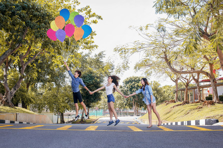 Malaysia Kuala Lumpur Melaka Johor Photography Top Best  Photographer Multimedia University MMU Pre Graduation Group Photo Creative Fun Crazy Craziness Happiness Drama Dramatic Portrait Balloon Surreal Surrealism Concept Conceptual Jens Kv