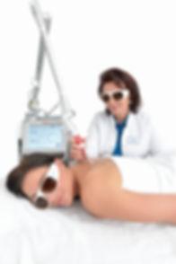 Frau Dr. Wiesner Lasertherapie.jpg