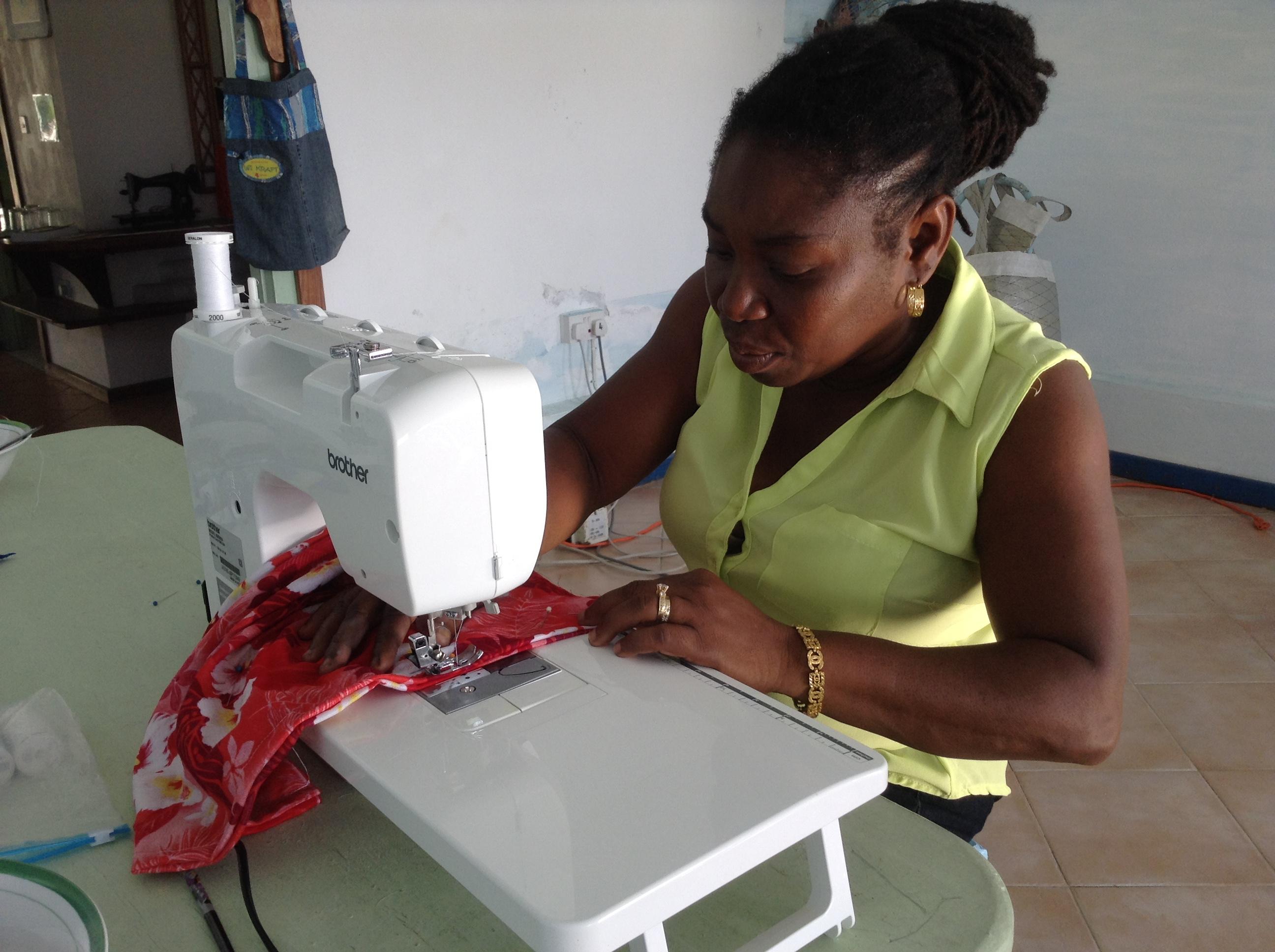 Trainee creating a fashion bag