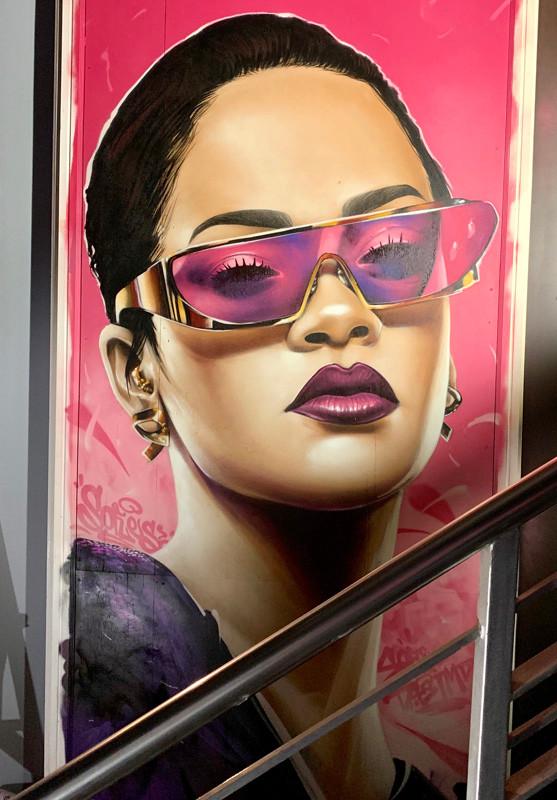 Rihanna Milky Lane_sofles.jpg