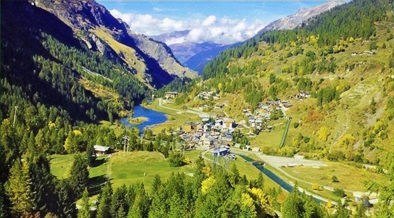 Huntony_Home_Winter_Skiing_Summer_Alps_Brevieres_edited.jpg