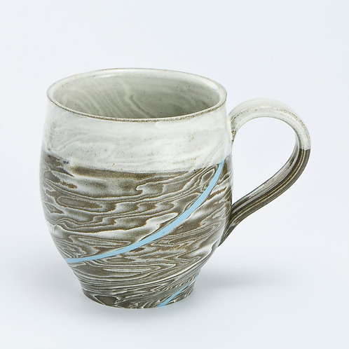 Round taupe marble mug with blue line 01